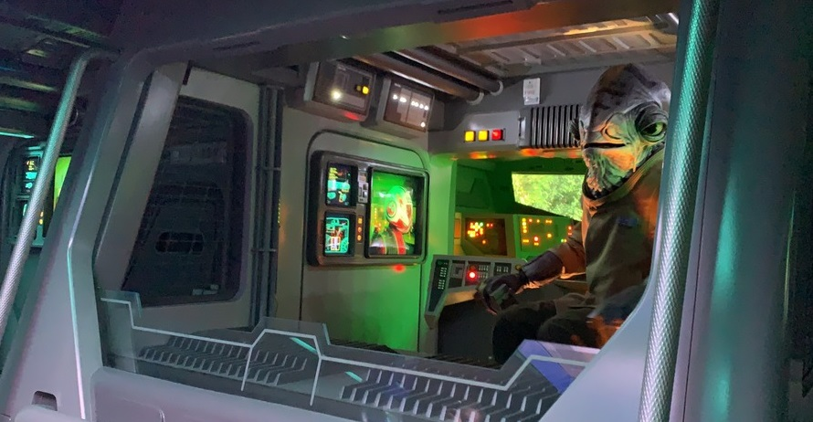 Rise-of-the-Resistance-Preshow-Resistance-transport-062